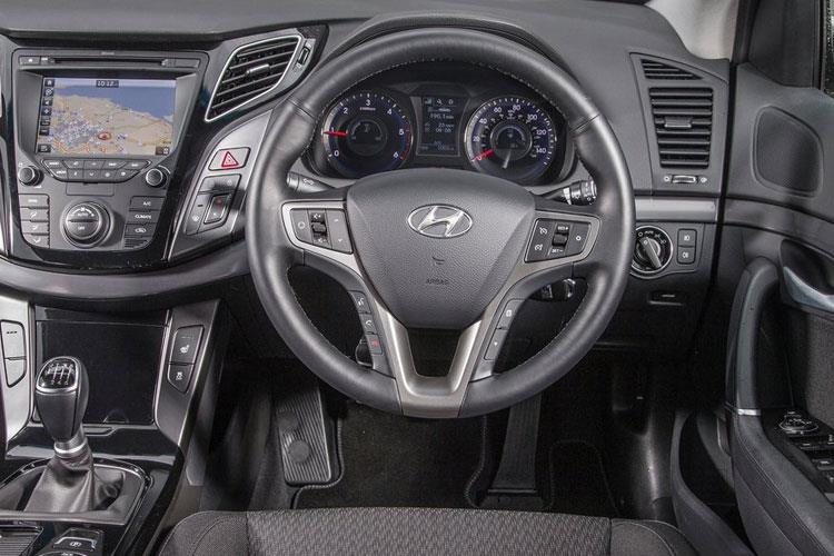 Hyundai i40 Saloon 1.7 CRDi Blue Drive 141PS S 4Dr Manual [Start Stop] inside view